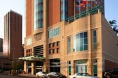 Embassy-Suites-Houston-Downtown-Street